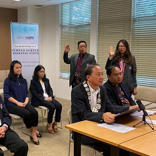 FK UPH adakan Sumpah Dokter bagi  146 Dokter Baru Lewat Videoconference