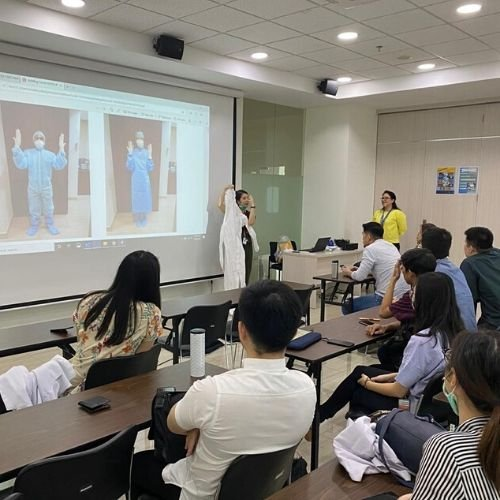 UPH Faculty of Medicine Held a Major Briefing Session for Medical Volunteers to Treat COVID-19 patients